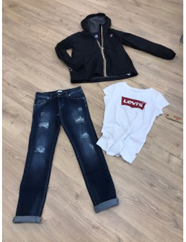 Completo Kway, t-shirt e jeans